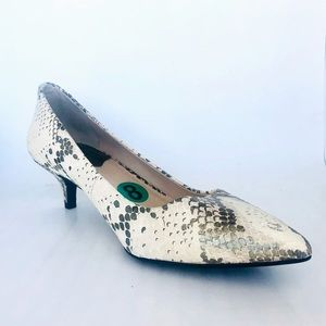 "Vince Camuto Size 8 2"" Kitty Heel Snakeskin Pumps"